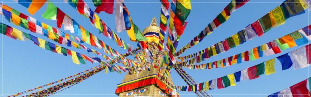 drapeaux prières Bouddha, Himalaya